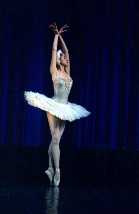 natalia-stretch-posing